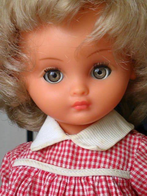 Poupée BELLA Tina aux yeux bleus
