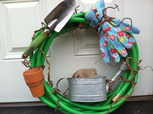 Garden hose wreath tut