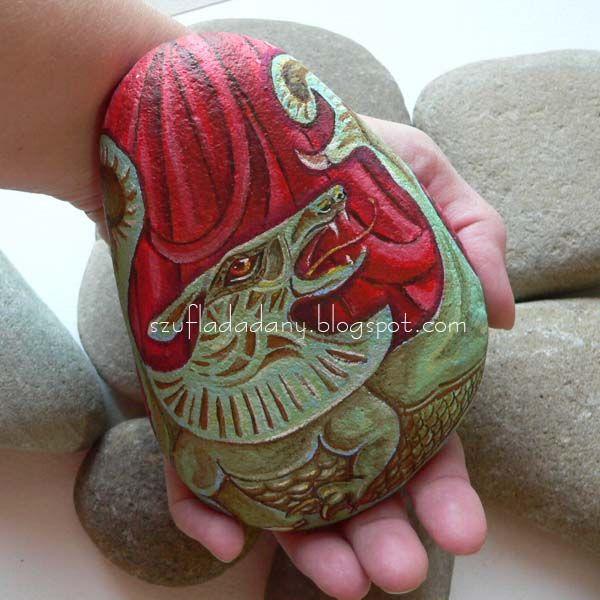 smok i dziewczyna/malowany kamień/art stone/fantasy  http://szufladadany.blogspot.com/2011/09/czerwonowosa-i-smok.html