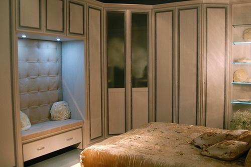 Mazzali: Rigoletto wardrobe / armadio