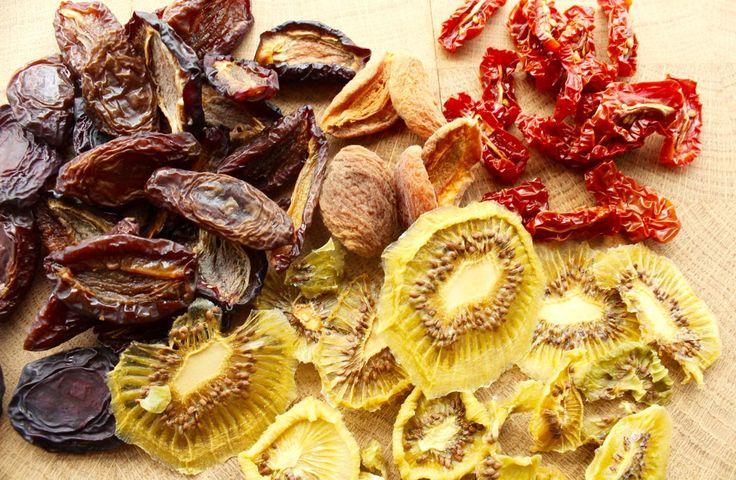 Dörren ist eine schonende Methode, Obst, Gemüse etc. haltbar zu machen. Das Aroma wird konzentriert und das Gedörrte ist ein leckerer, gesunder Snack!