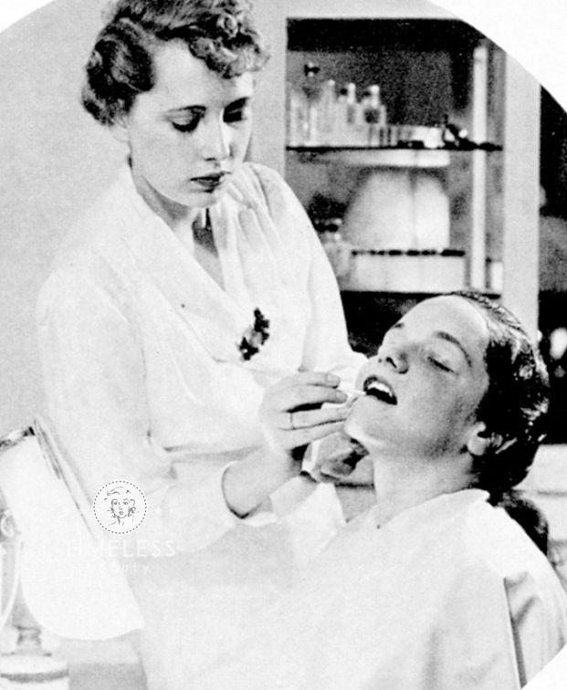 1930s http://www.timelessbeauty.it/trucco-viso-anni-30-la-bocca/