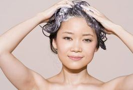 After you visit the esthetician for a wax or attempt to wax body hair yourself, you may notice red, itchy bumps along the area where the wax was applied. It's a common reaction to waxing, but it can be embarrassing, especially if the bumps are on visible areas of the face such as the upper lip or eyebrow. By understanding the cause of these bumps,...