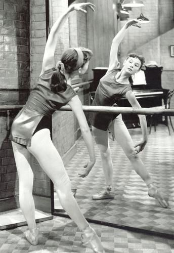 A young Audrey Hepburn with her first love - ballet.: Ballet Dancers, Young Audrey, Ballerinas, Girls Audrey, Audreyhepburn, Ballet Barre, Audrey Hepburn Dance, Audrey Hepburn Ballet, Audrey Ballet