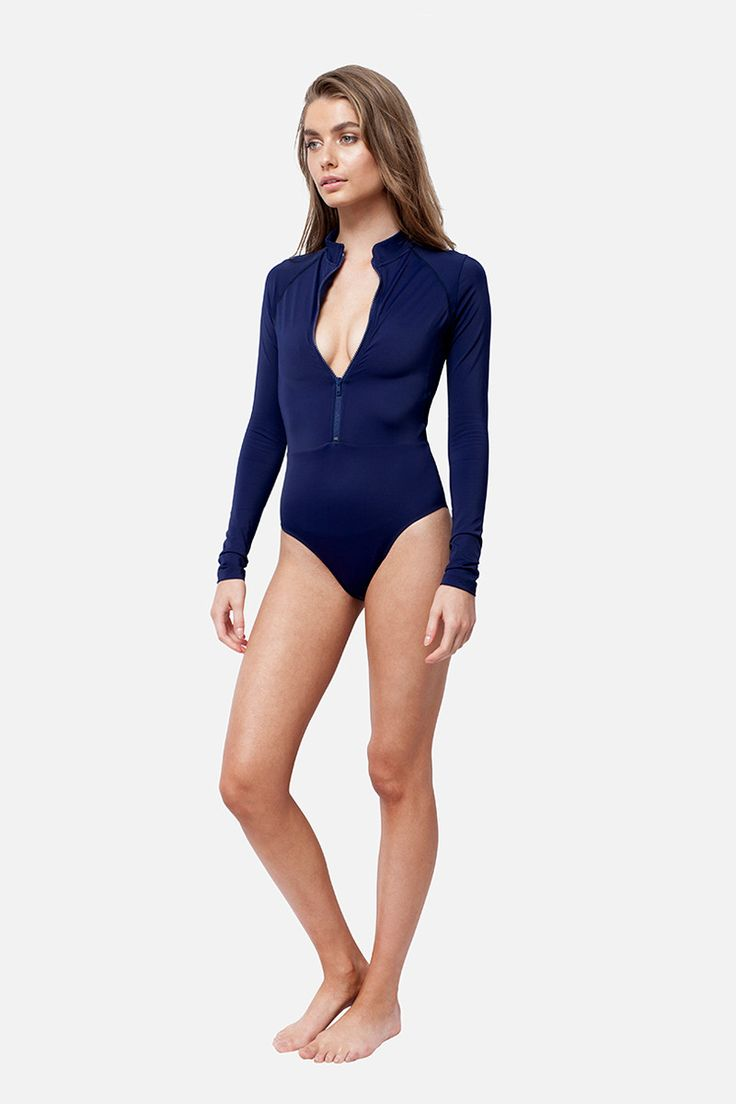 UNE PIECE Sexie Rashie in Navy relaxed