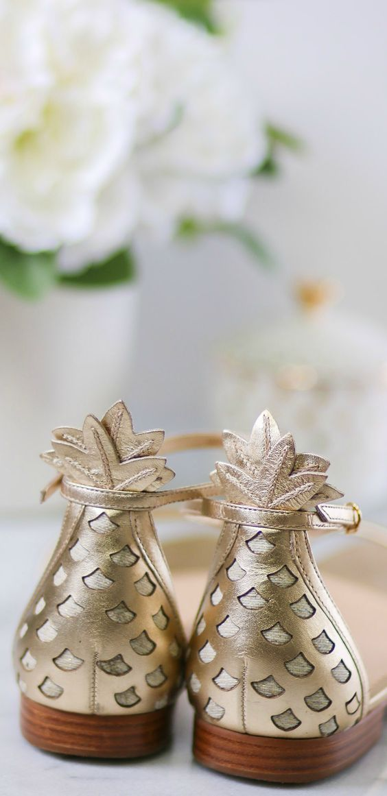 Oh my goodness. Gold pineapple sandals exist, and you definitely need them in your life. @LillyPulitzer, you know the way to my heart! Click through this pin to see them styled by Ashley Brooke Nicholas!