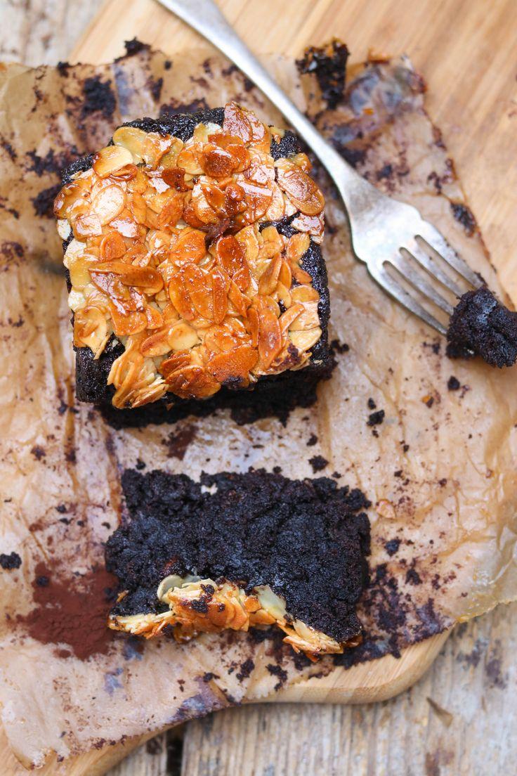 schokoladenkuchen mit florentinerkruste