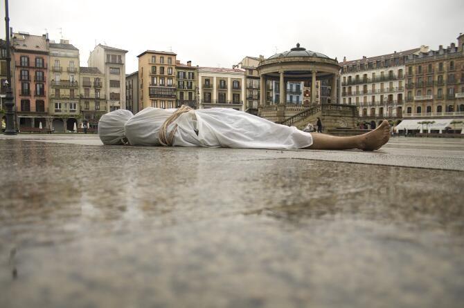 """¿Conoces el proyecto """"Silence"""" del artista Abel Azcona realizado el año 2012? Descúbrelo en http://www.abel-azcona.com/silence. pic.twitter.com/z3HrXI25Y5"""
