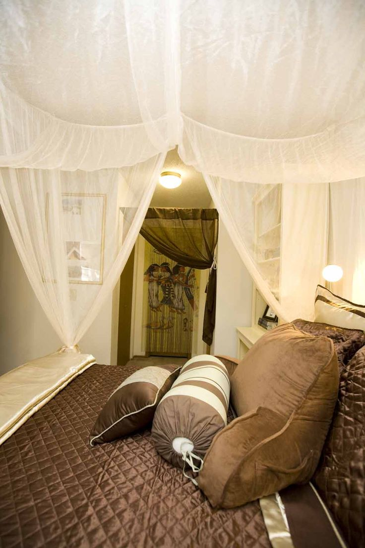 111 best amazing bedrooms images on pinterest beautiful bedrooms canopy bed and hieroglyph wall amazing bedrooms