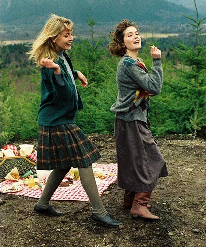 Sheryl Lee and Lara Flynn Boyle on the set of Twin Peaks