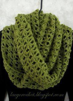 Lacy Infinity Scarf, padrão livre de crochet - Nível de Habilidade: Fácil - Materiais: ...