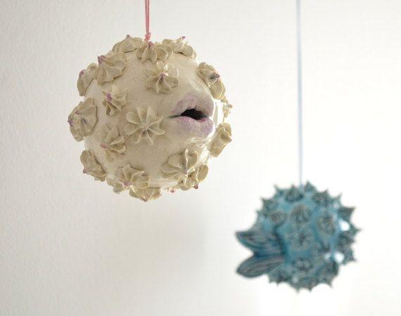Pez globo móvil de cerámica por tanykerami en Etsy