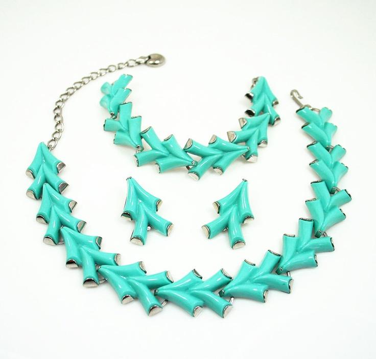 Vintage Necklace Bracelet Earrings Mod Aqua Lucite Jewelry Set. $75.00, via Etsy.: Mod Aqua, Jewelry Sets, Aqua Lucite, Necklaces Bracelets, Vintage Necklaces, Lucite Jewelry, Earrings Mod, Bracelets Earrings, Vintage Jewelry
