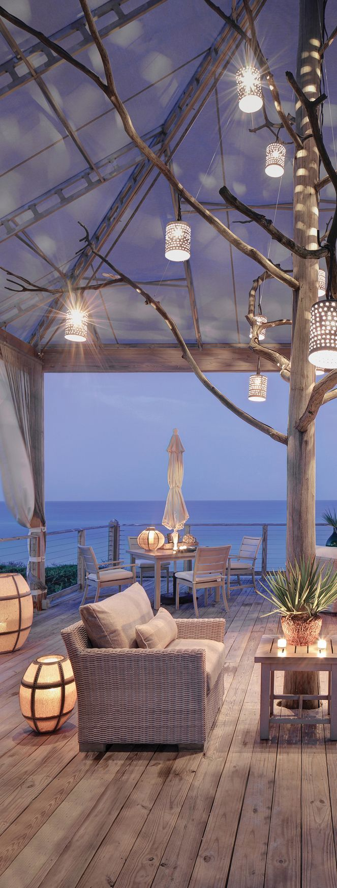 Outdoor Seating Area // beach house living style // interior decorating inspiration