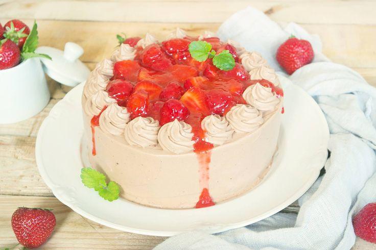 Rezept-Schokoladen Torte mit saftigen Erdbeeren.