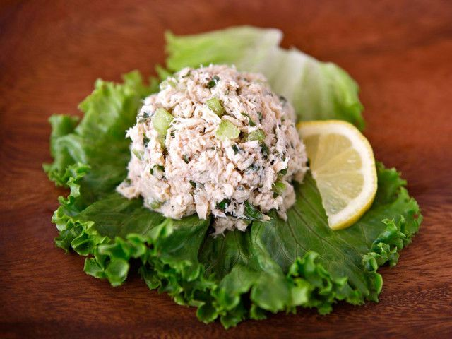 Learn to make herby, delicious, flavorful and low cholesterol tuna salad. No mayonnaise. Kosher, Mediterranean diet, low carb, gluten free.