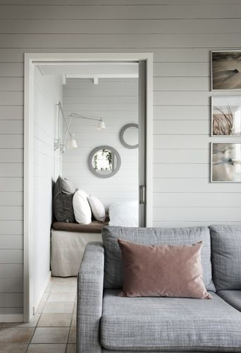 Photo: boligmagasinet.dk   This small summer house is located in Denmark, and has room for 5 people. Like the built in sofabed a...