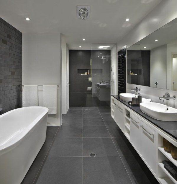 salle de bains grise, une salle de bains spacieuse avec tout le confort nécessaire