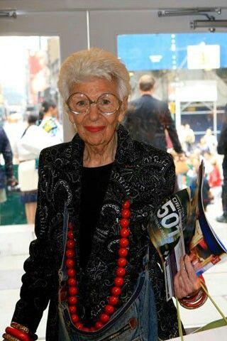 Айрис Апфель родилась в 1921 году.