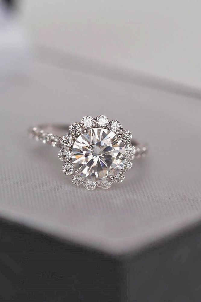 The Best Breathtaking Vintage Engagement Rings Collections (06)