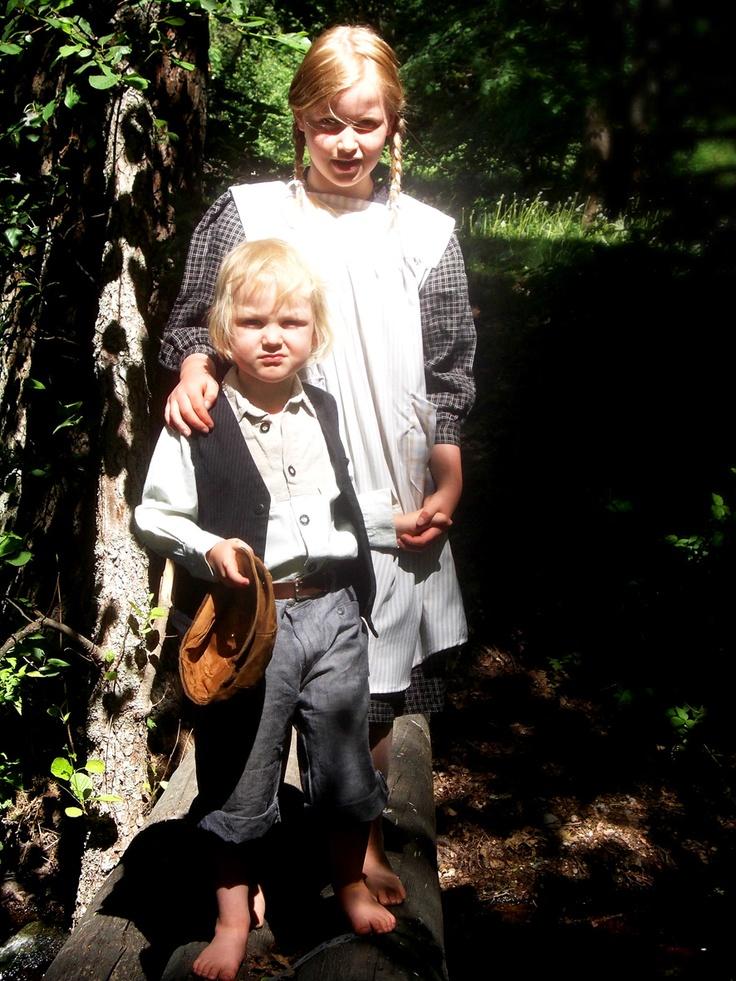 Pikku Pekka ja Meeri malleina kuvaajalle. https://www.facebook.com/ruukinavain #RuukinAvain #Mathildedal #kesäteatteri