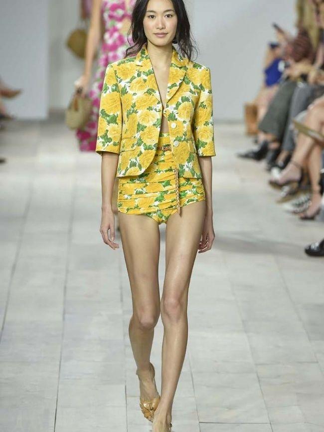Op je paasbest aan de paasbrunch: Michael Kors met een outfit geïnspireerd op chrysanten. #mwpd #fashion #Pasen #paasoutfit