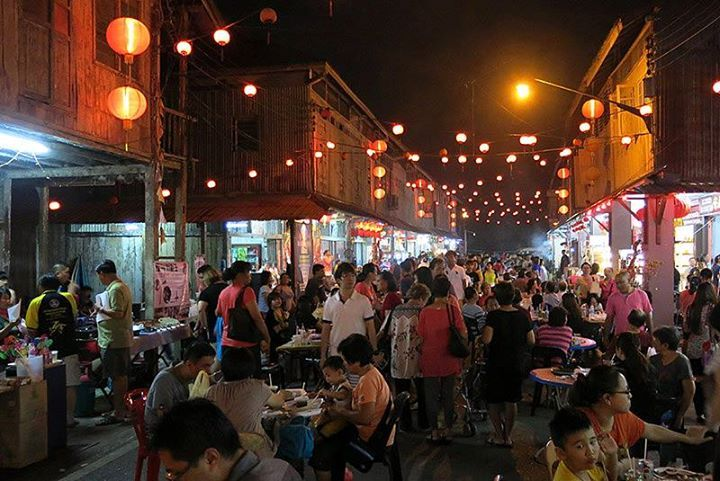 If you're visiting Kuching Sarawak don't forget to visit one of Sarawak's Best Hidden Gem which is Siniawan Town especially for the night market which is more of a local food market in the evenings. Your experience will be complete with decades old wooden shop houses and great food!   #siniawan #sarawak #kuching #borneo #travel #food #sarawakfood  Sarawak Travel Malaysia Borneo Ministry of Tourism Arts and Culture Sarawak Malaysia