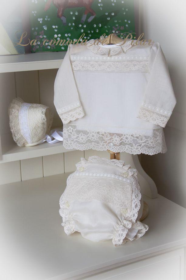 Blusita y cubre pañal en batista italiana beige con encajes de alençon y remate de bodoques bordado http://lacomodadepilar.blogspot.com.es/
