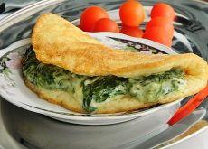 Omlet serowy ze szpinakiem i fetą