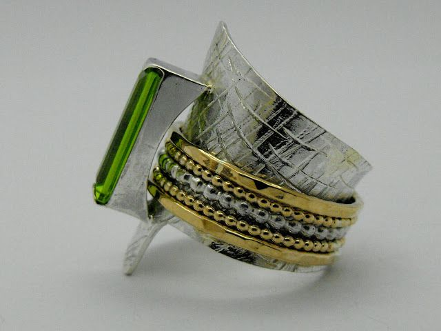 Scratched silver ring with gold and silver bands and rectangular green gem by SC SOLO LINE GRUP