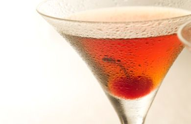 Cosmopolitan Lite: 75 calories. Squeeze a wedge each of lime and orange into 1 oz of cranberry flavored vodka. Top with club soda and serve on the rocks.