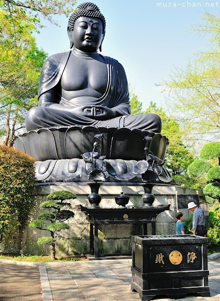 Tokyo: Itabashi: Jouren-ji Temple: Tokyo Daibutsu, a Great Buddha statue at height of 13m (only 0.35m smaller than the Kamakura Daibutsu), but a lot younger; 1977 to commemorate the victims of the WWII and the victims of the Great Kanto earthquake from 1923. A good alternative if you've already seen the Kamakura Buddha.