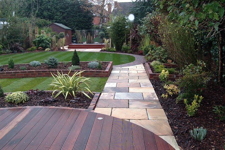 Circular decking client 2 arkley barnet north london for Circular garden designs