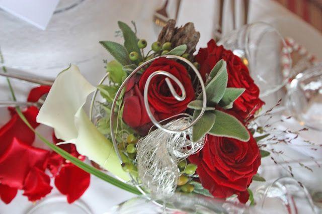 Centerpiece tischdekoration zur hochzeit mit roten rosen und wei en calla red rose calla - Tischdekoration mit rosen ...