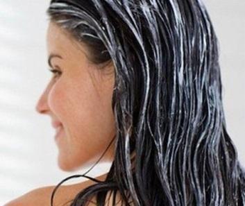 Remèdes maison pour cheveux abîmés - 6 étapes