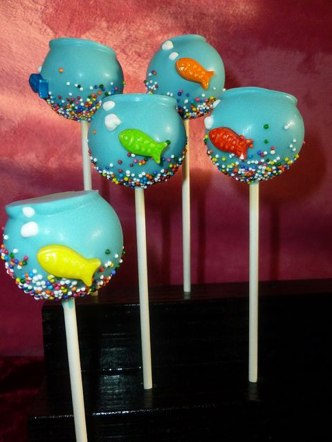 Yet more baked goods ideas, fish bowl cake pops! ~~ I like these, because you actually *want* the edge from setting them down.