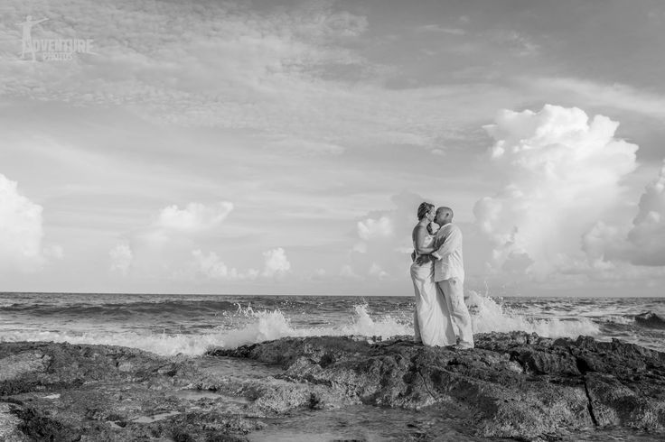 Romantic photos session at Iberostar Beach Cancun - Professional photographers