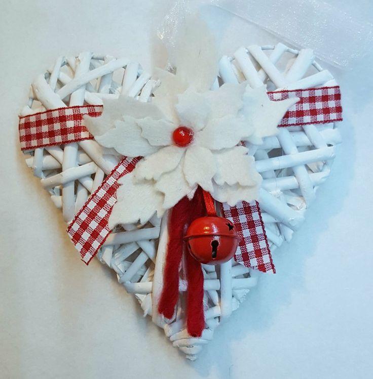 Cuore natalizio con Stella di Natale bianca, by Marzia Creazioni, 8,00 € su misshobby.com