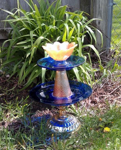 UPCYCLED Garden Art Vintage Glass: Glass Art, Glass Totems, Art Vintage, Garden Art, Vintage Glass, Upcycled Garden, Garden Totems, Plate Flowers, Glass Garden