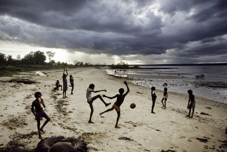 http://stevemccurry.files.wordpress.com/2013/10/australia-10008.jpg