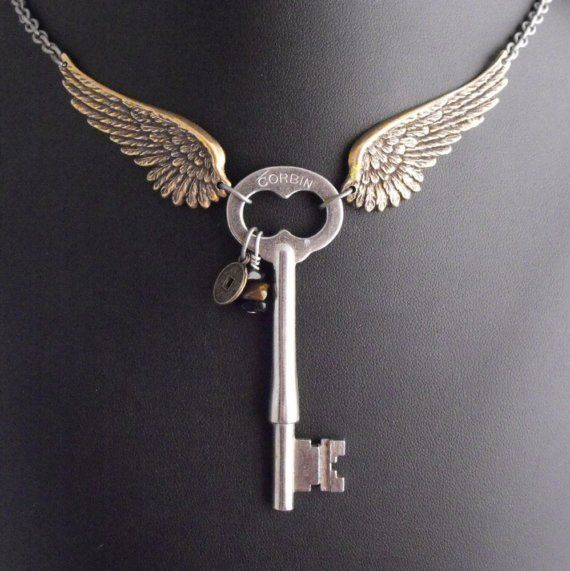 Guardian Angel of the Machina ArtfulI  - I like the idea of a key necklace. A more antique (and smaller) key would look great in this.