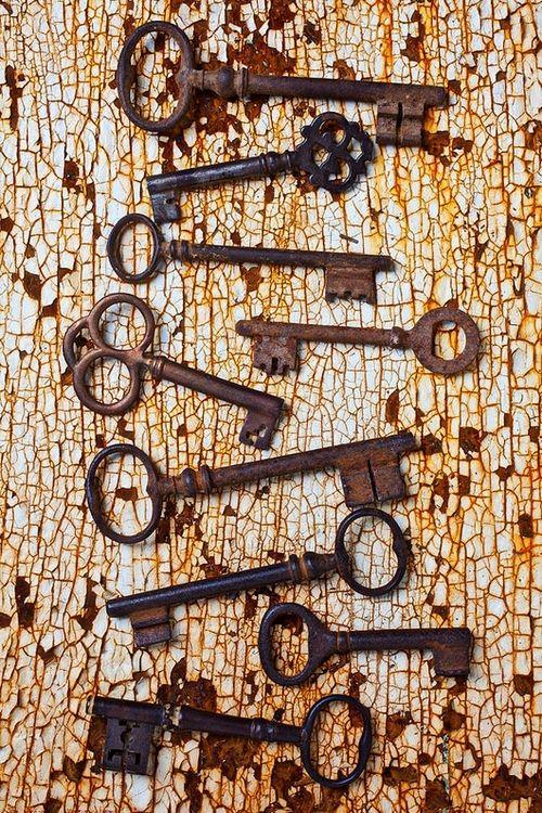 Les clefs étaient en fer, elles pouvaient se rouiller et surtout elles occupaient tellement de place que le trousseau de clefs vous donnait des allures de geôlier...
