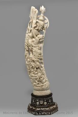 Conjunto escultórico de marfil en el que aparecen un hombre y una mujer semidesnudos en actitud de abrazarse. Arte India. CE19159