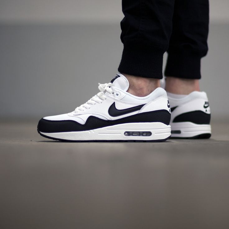 air max 87 black and white