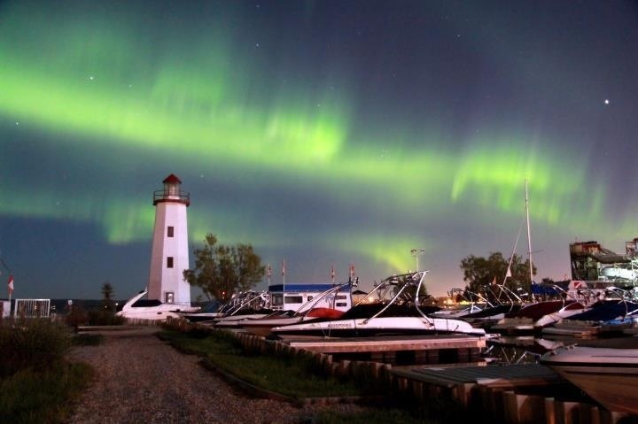 Northern lights sylvan lake Alberta taken by living in a moment photography