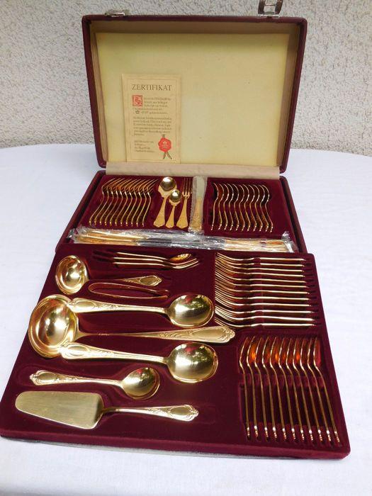dc3fe9e7f49 70 stuk bestek set Rokoko/Solingen 23/24 karaats verguld in een lederen tas  met twee sleutels Munt van-bordeauxrood lederen draagtas met twee lagen  70-delig ...