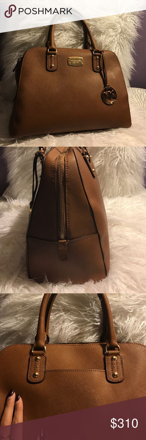 Authentic MK bag👜 Matches with pretty much everything super cute and at a great deal. Like brand new!! Michael Kors Bags