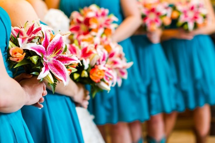 Bouquet de colores para tus damas de honor #damasdehonor #bouquet #flores #colores #complementos #moda #modanupcial #look #boda #matrimonio #bridemaids #fashion #bridalfashion #flowers #colours  #accessories #wedding