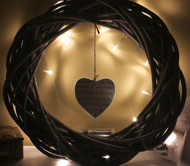 Ghirlanda legno con luci e cuore