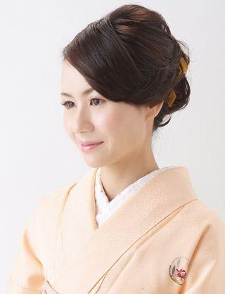【訪問着ヘア】襟足にカールを添えたしっとりアップスタイル|夢館ビューティー || 京都 || 着物着付・ドレスヘアセット&メイク || 結婚式・およばれ・パーティに